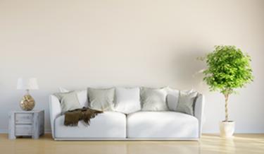 Graue Couch im Wohnbereich